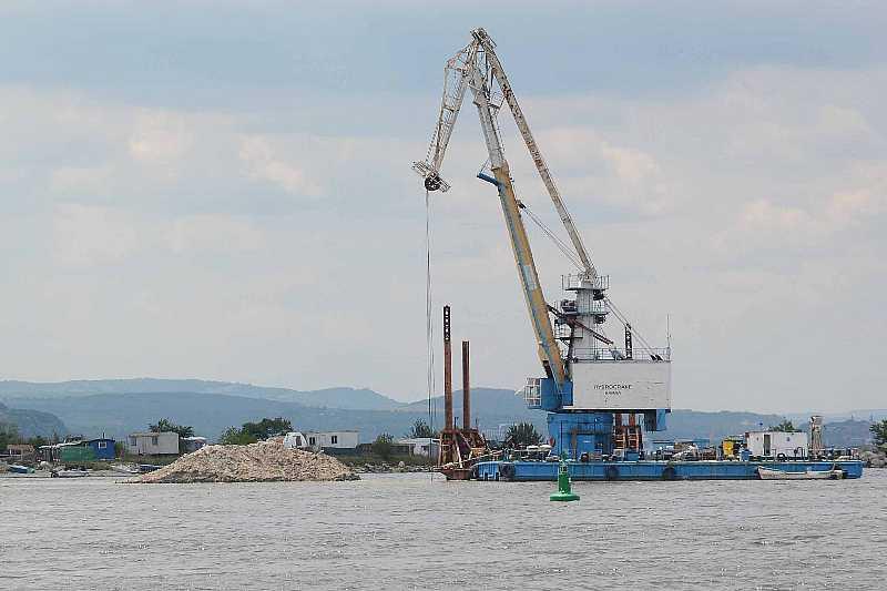 Започна полагането на тръбопровода за отпадъчни води във Варненското езеро
