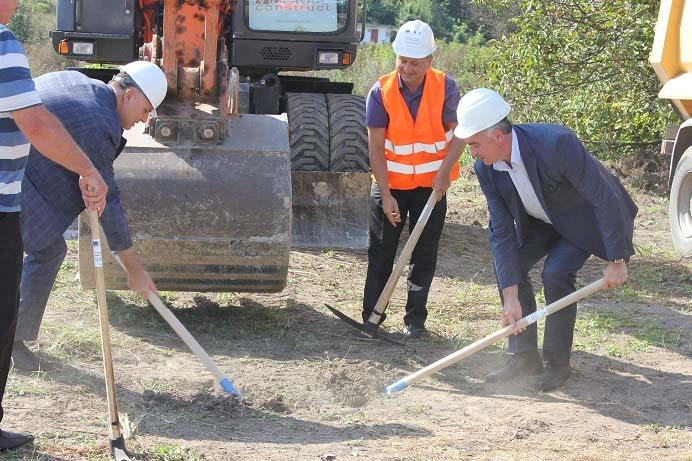 Изграждат ВиК мрежа в село Буковлък